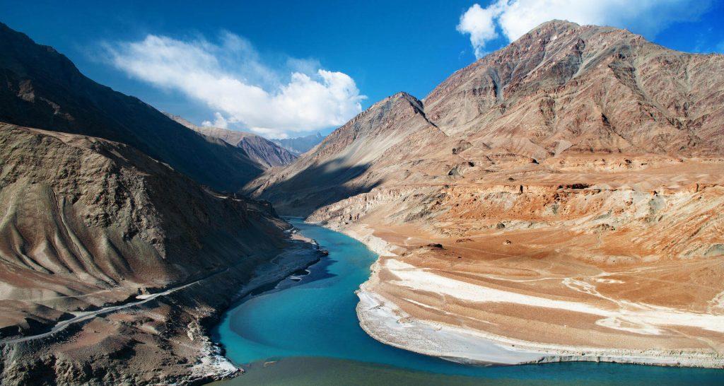 Río Indo en el Valle de Zanskar, entre India y el Tíbet