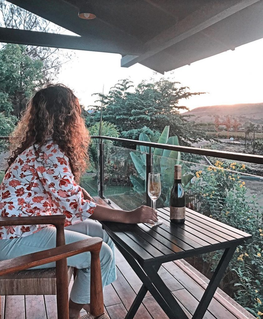 The influencer Saily Patre in the wineries of Sula Vineyards