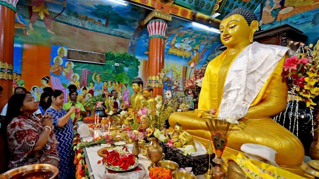 Estatua de Buda durante una de las celebraciones de su cumpleaños