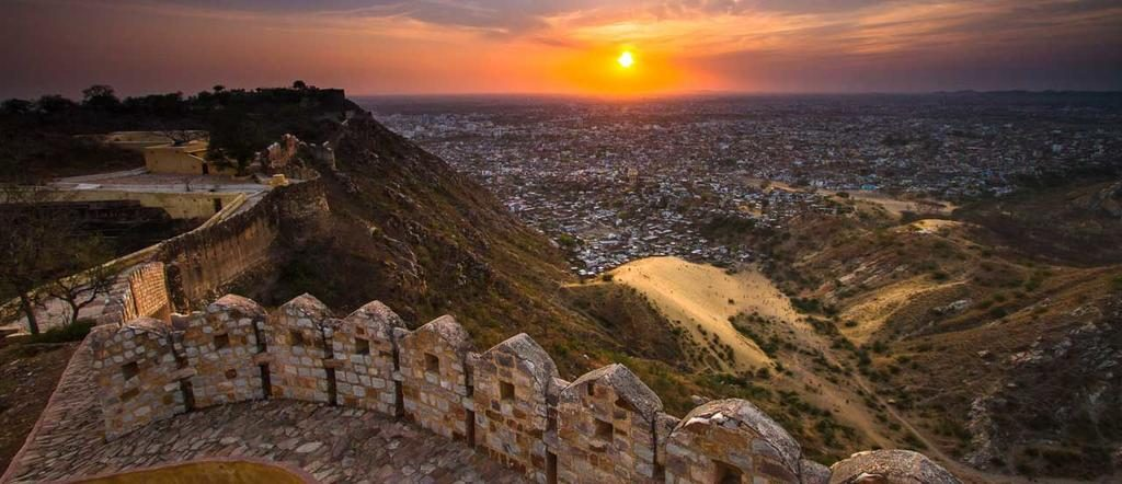 Sunset in front of the Nahargarh Fort in Jaipur