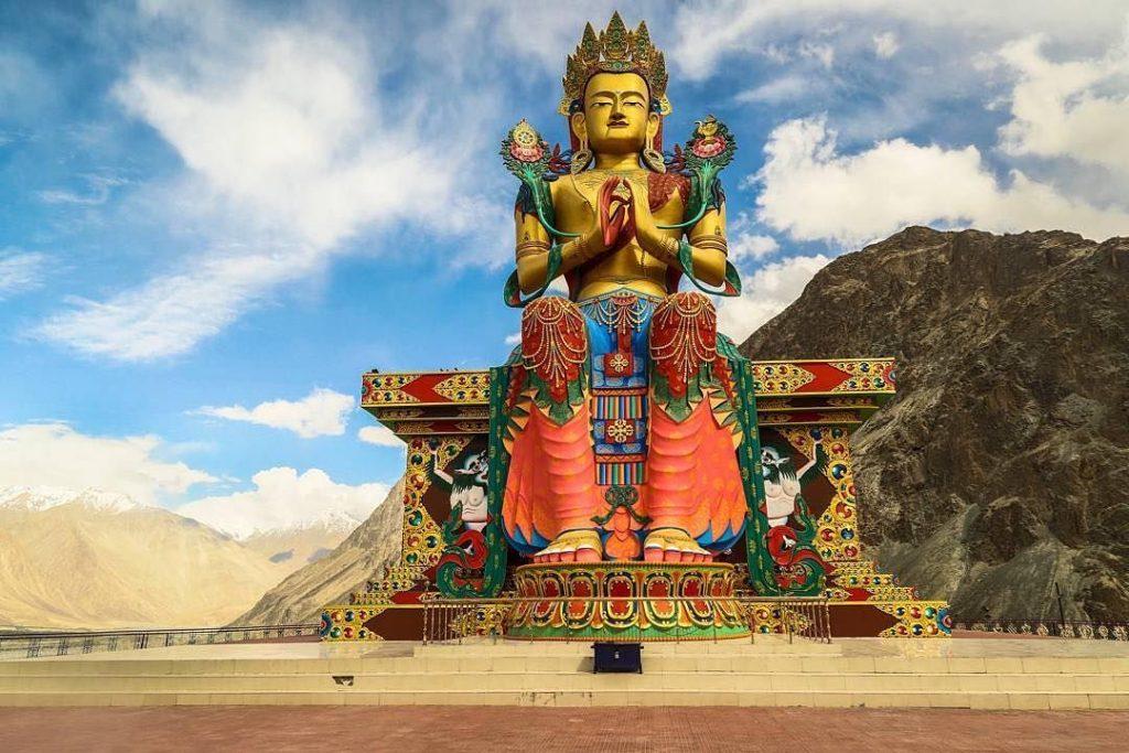 Maytreya de Buda en el valle de Nubra en India del Norte