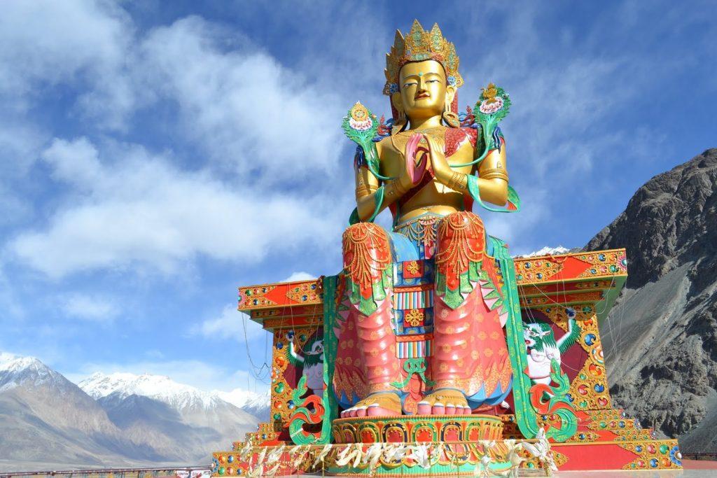 Estatua de Maitreya Buda en el Valle de Nubra