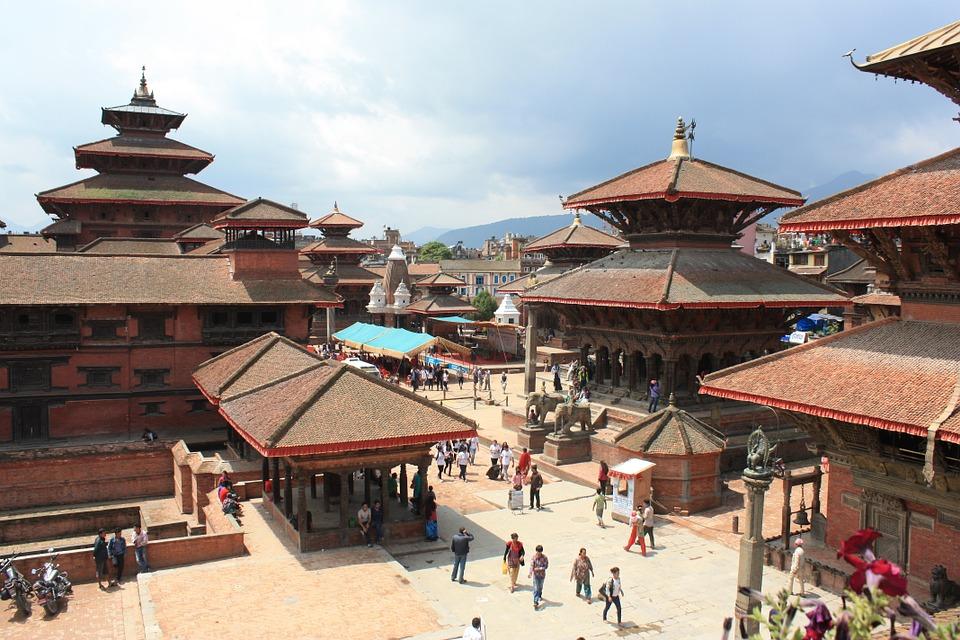 Templos rojizos en la famosa Plaza Durbar de Katmandú