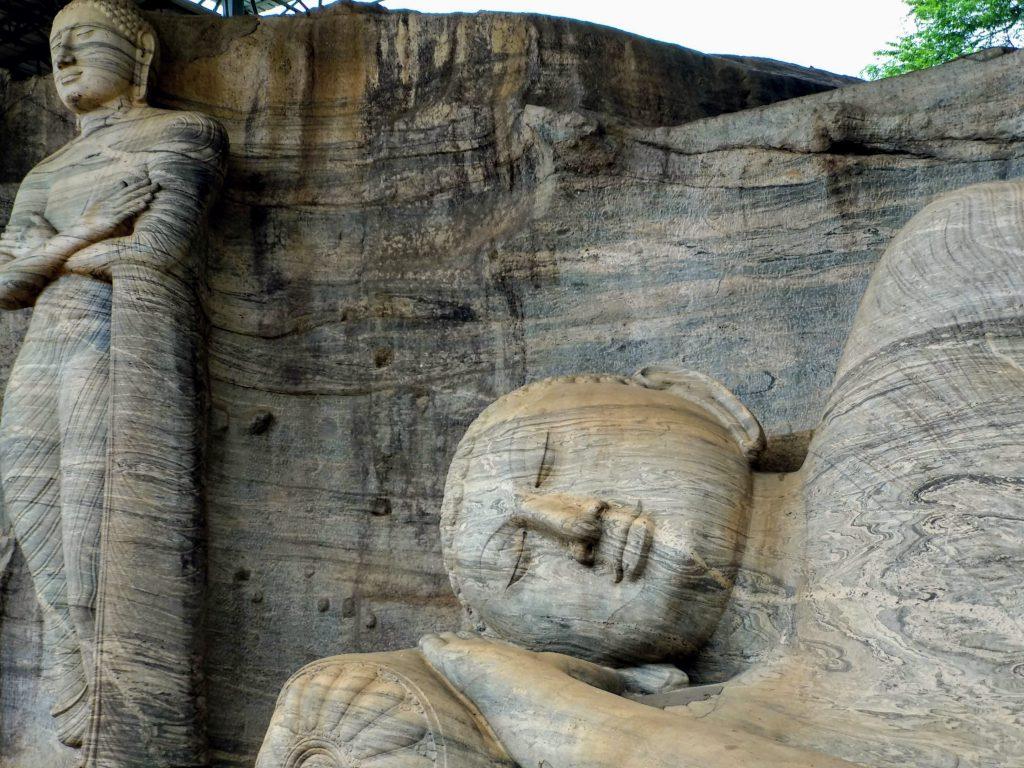 Buda dormido en la ciudad de Polonnaruwa de Sri Lanka