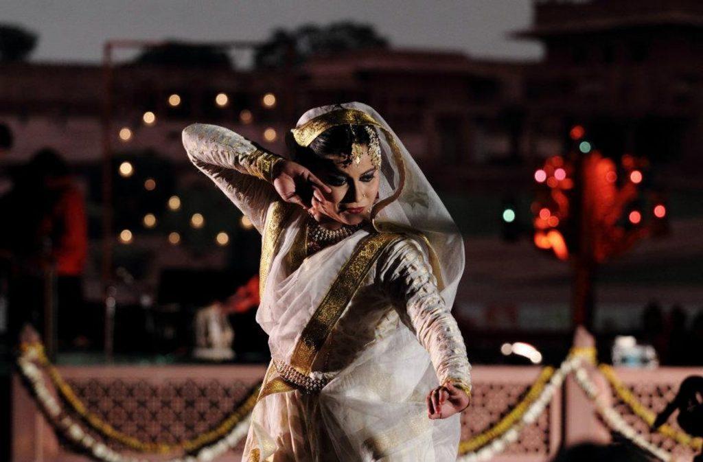 Bailarina Bollywood durante el Taj Mahotsav