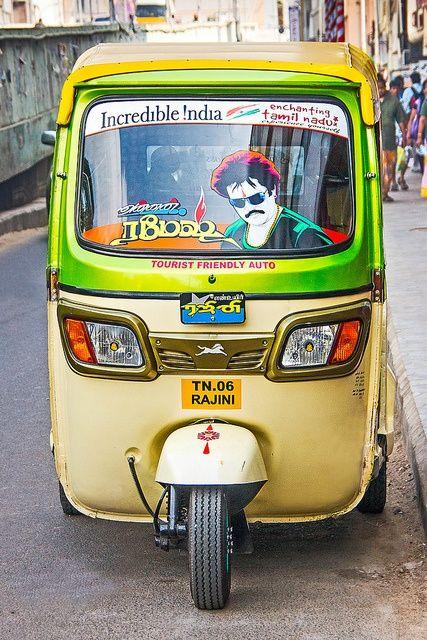 Rickshaw con retrato de un conductor en India
