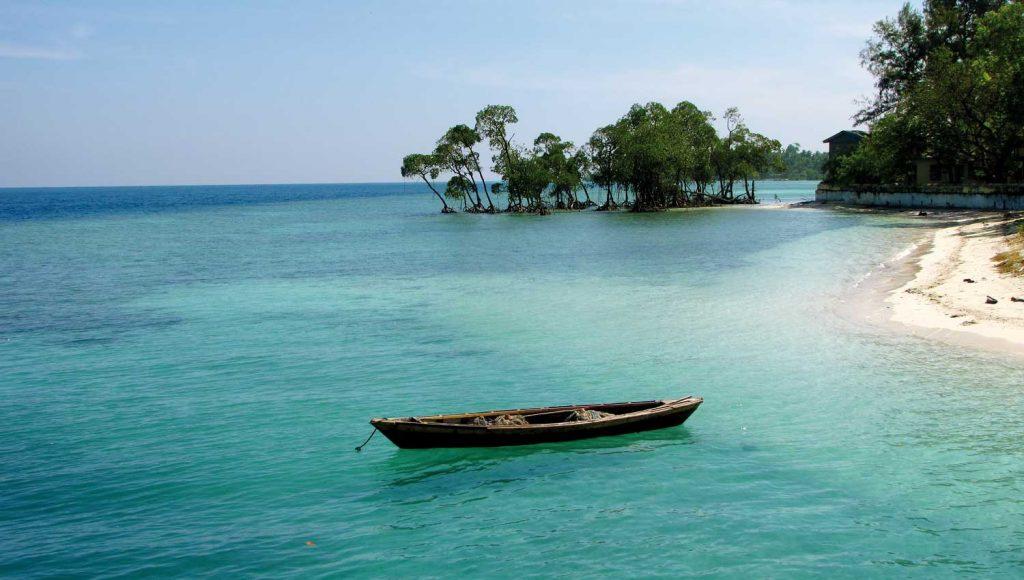 Barca en Baratang Island