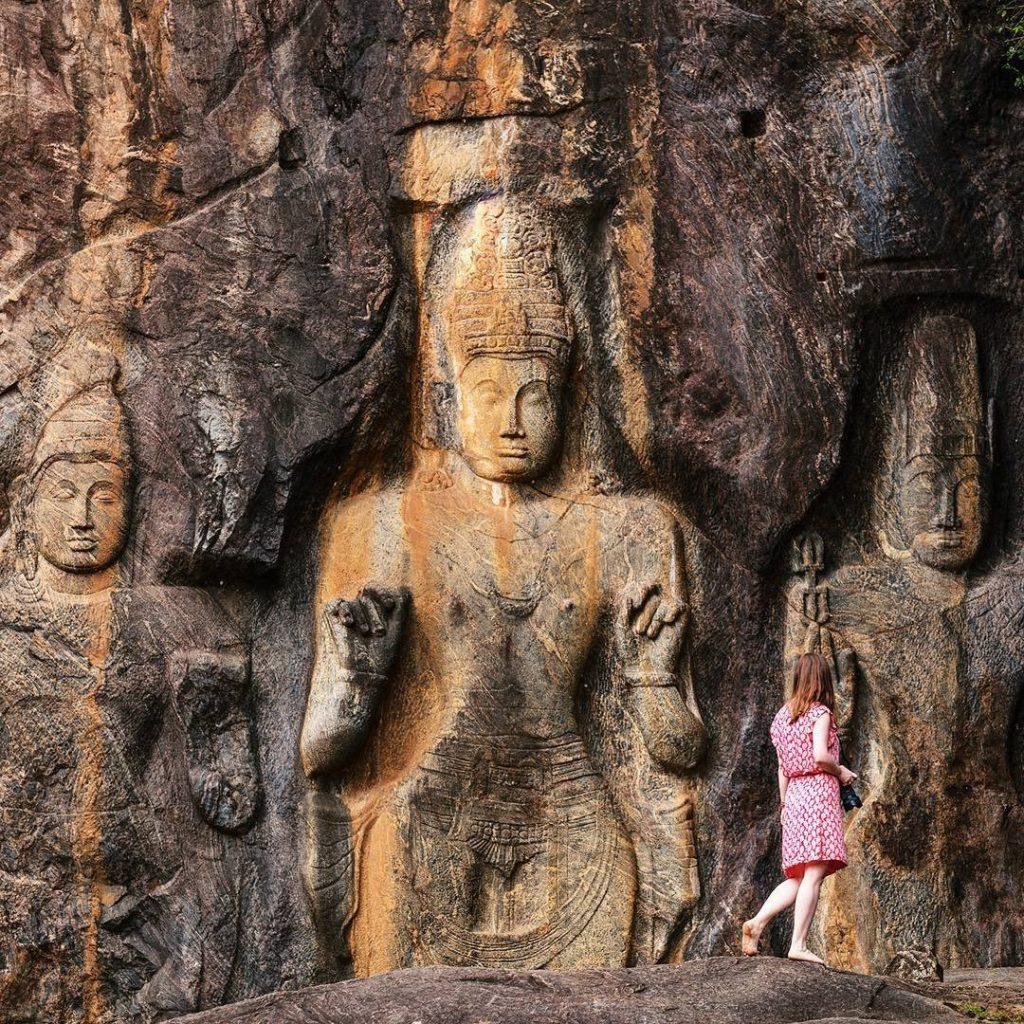 Esculturas budistas en el templo de Budurawagala