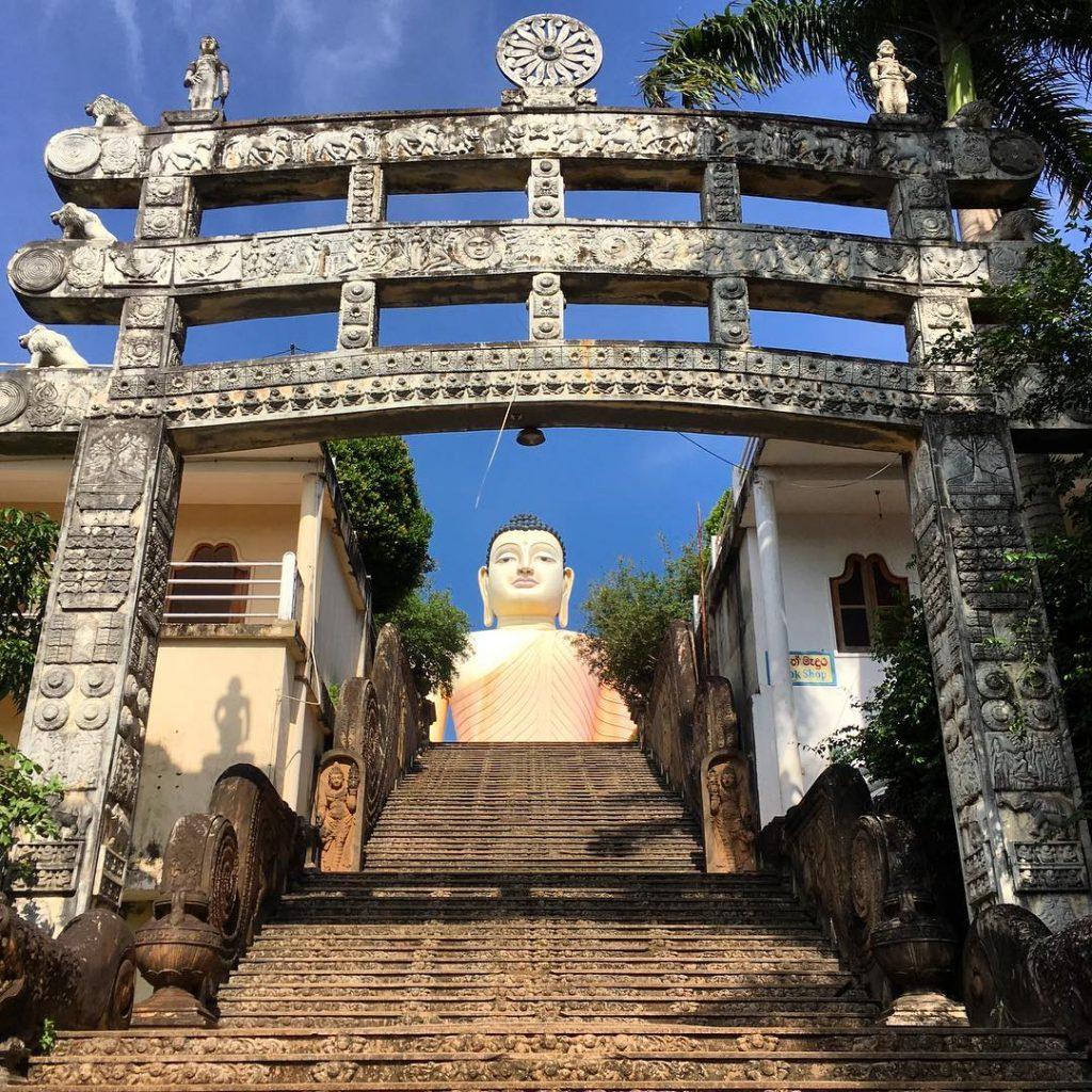 Entrada al Kande Vihara en Sri Lanka