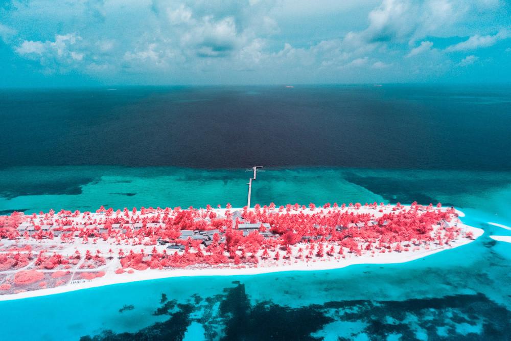 Resort de Maldivas en versión infrarroja
