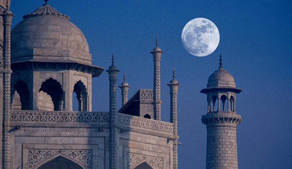 Taj Mahal al anochecer