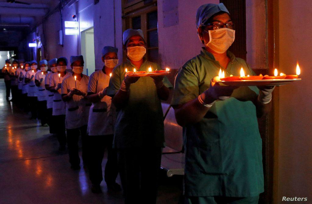 Enfermeras en India ur